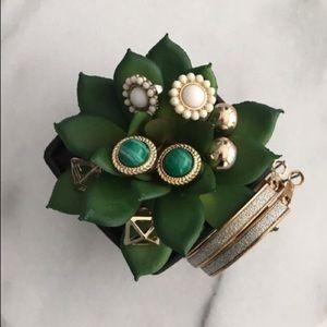 Jewelry - 5 pairs gold costume jewelry earrings EUC
